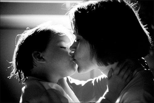 Kissing-mama